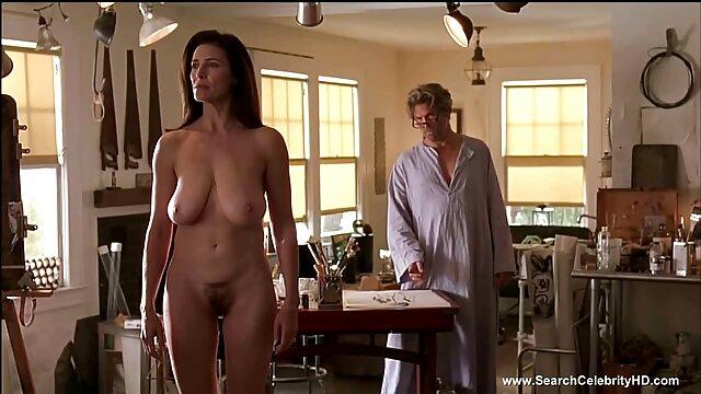 Blonde nue film porno francais en hd posant dans le bain