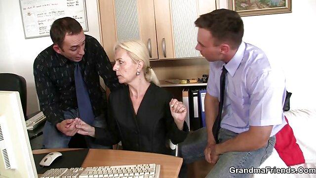 La blonde film porno français gratuit a félicité son mari pour le sexe